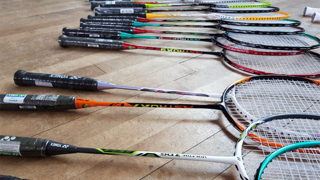 How to choose a badminton racket?
